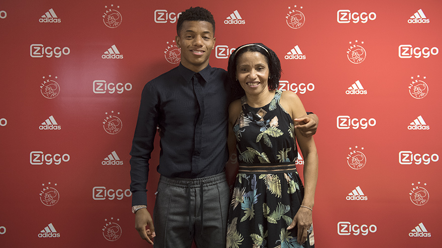 ajax-breekt-contract-van-david-neres-open-3